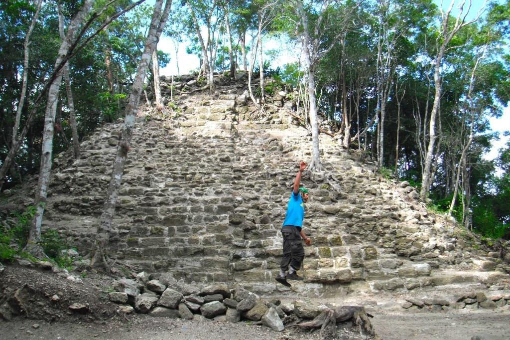 Slackling Trekking To El Mirador