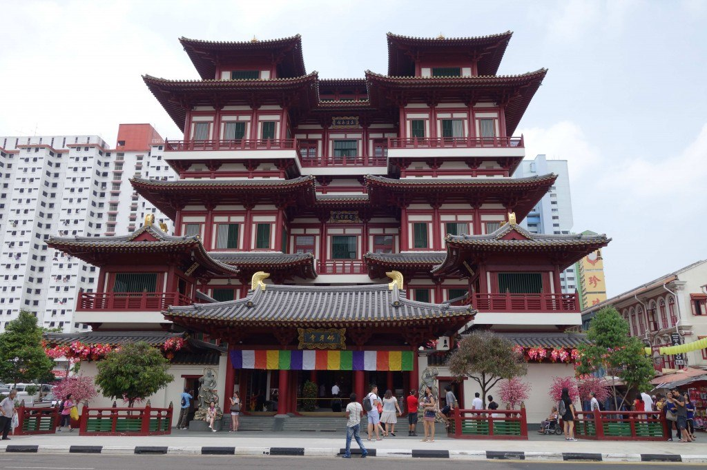 Chinese Temple Backpacking In Singapore On A Budget