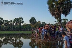 Backpackers Paradox Traveller Vs Tourist Angkor Wat Crowd