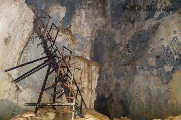 Timber Ladder Hung Ton Tu Lan Caves Oxalis Expedition