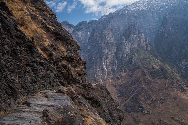 Narrow Trails Tiger Leaping Gorge Trekking Guide Yunnan China