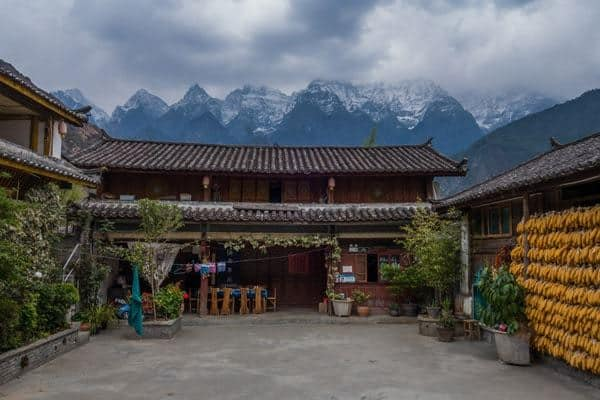 Naxi Family Guest House Tiger Leaping Gorge Trekking Guide Yunnan China