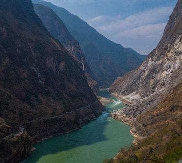 Views Tiger Leaping Gorge Trekking Guide Yunnan China