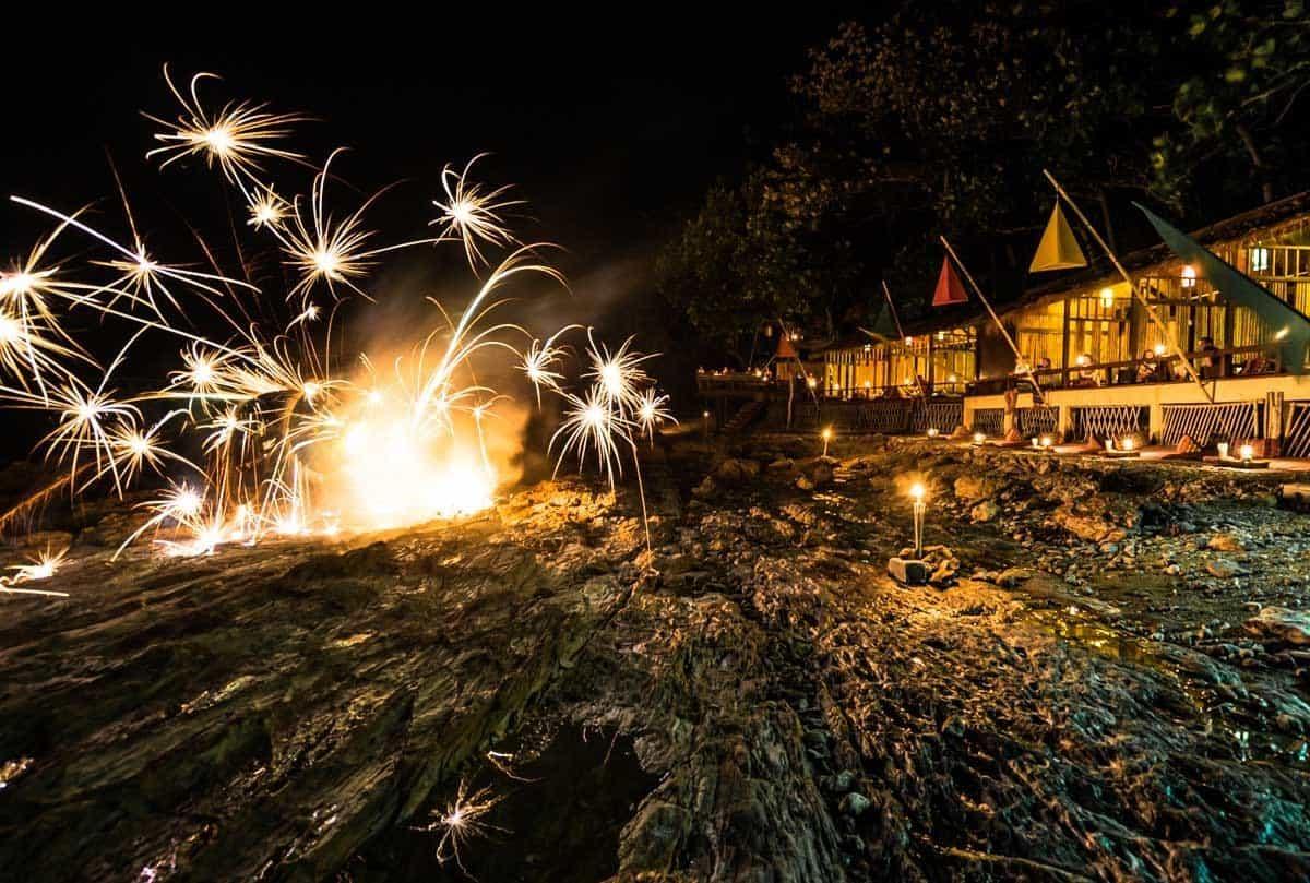 Reggae Bar Fire Show Crown Lanta Best Luxury Hotel In Koh Lanta