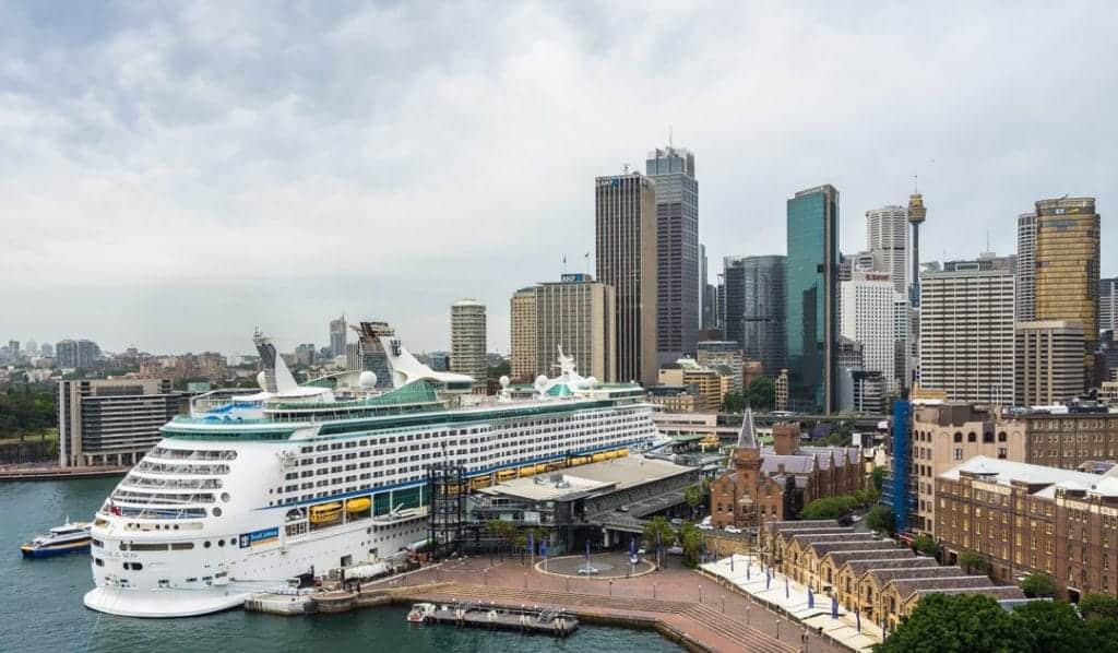 Cruise Ship Make Money Travelling