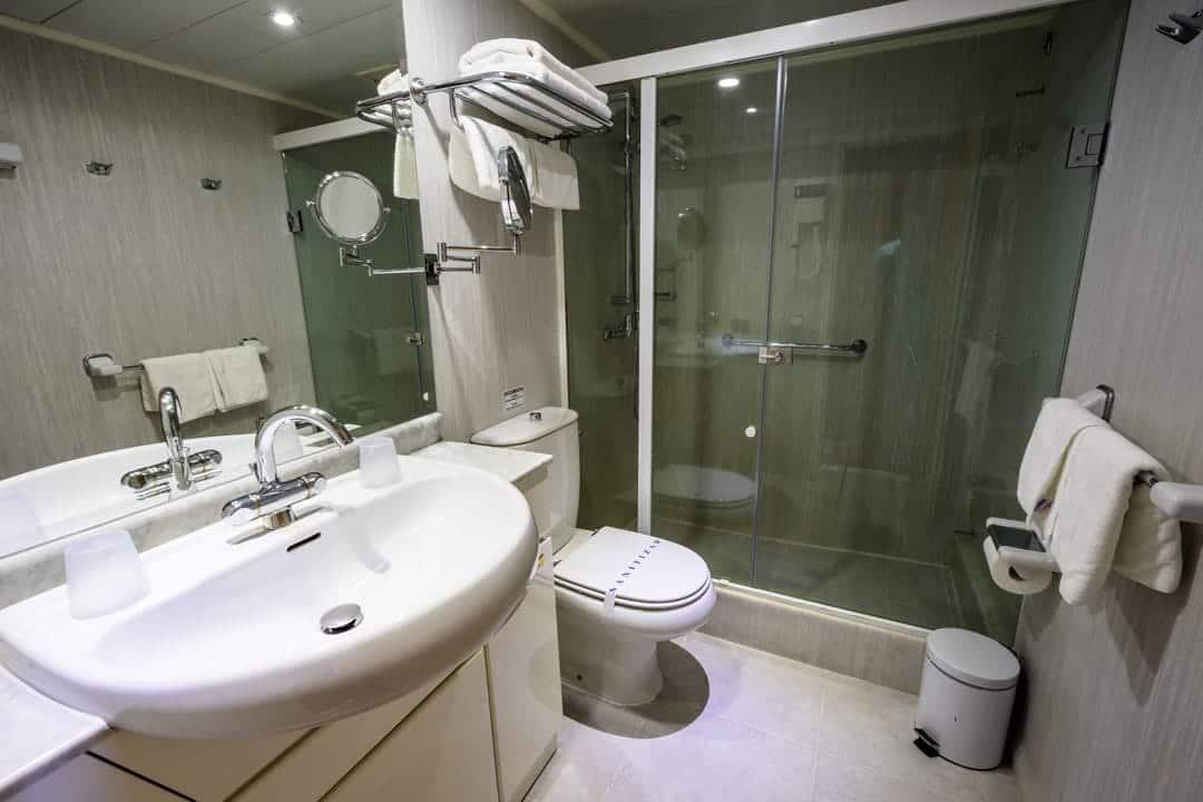 Bathroom Skorpios Iii Kaweskar Route