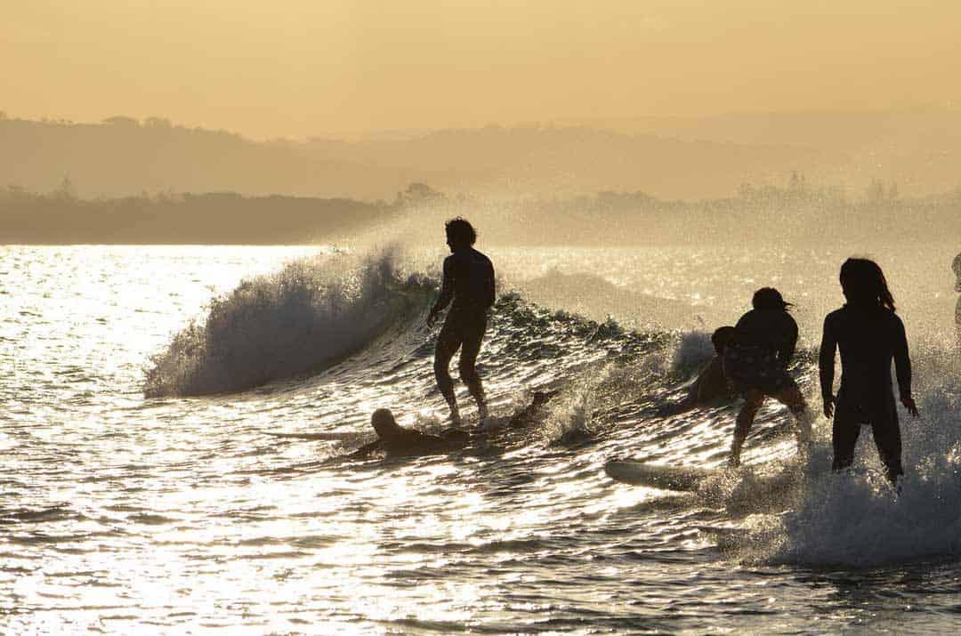 Surfers Byron Bay Pixabay