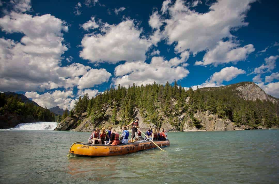Rafting Bow River Banff & Lake Louise Tourism / Paul Zizka Photography