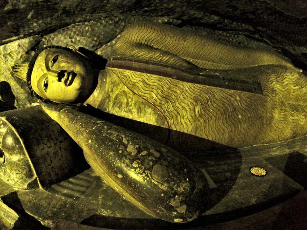 Golden Buddha What To Do In Sri Lanka