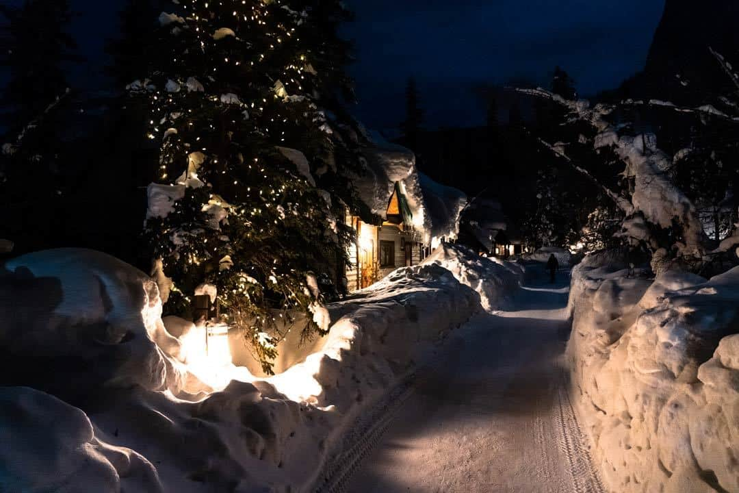 Emerald Lake Lodge Night