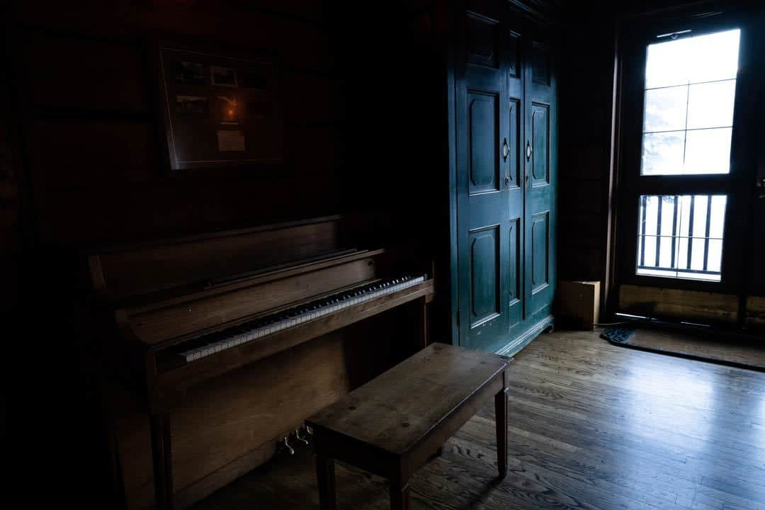 Lodge Piano