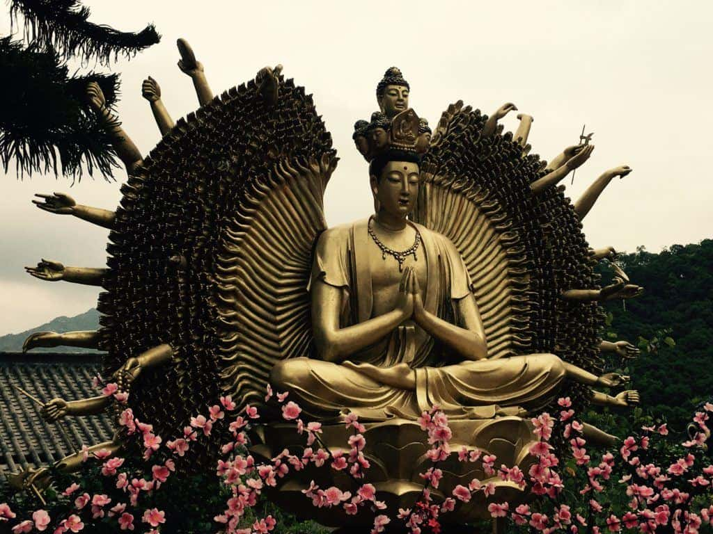 10,00 Buddha Temple