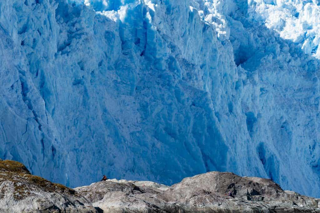 El Brujo Glacier Scale