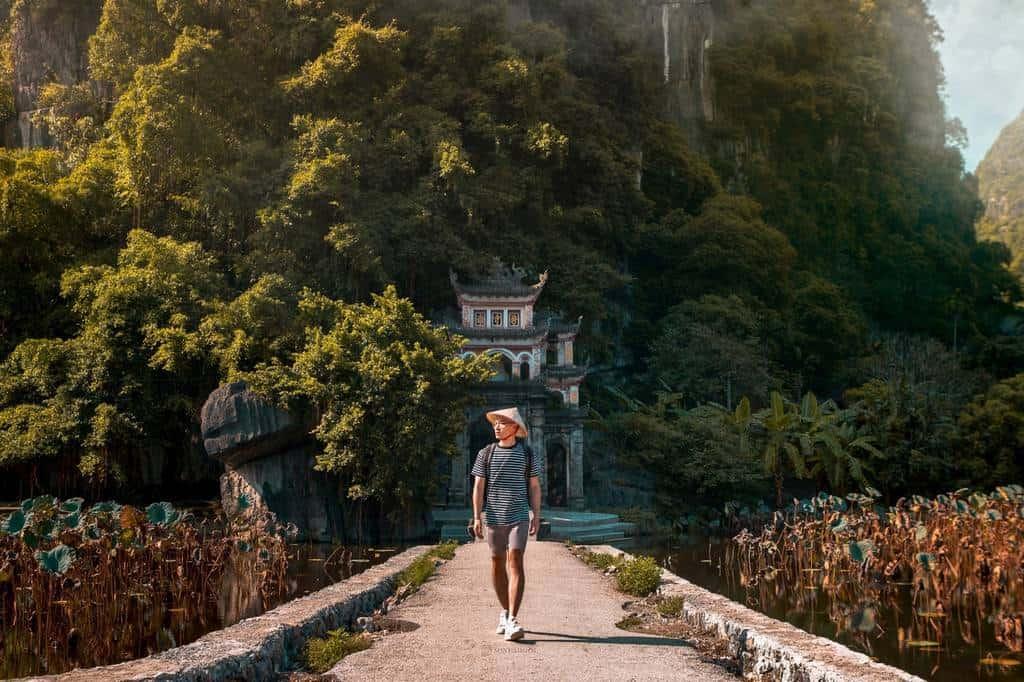 The bridge to Bich Dong Pagoda