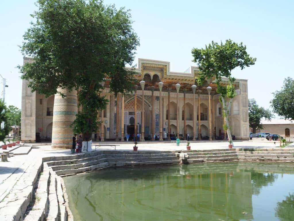 Bolo-Hauz-Mosque