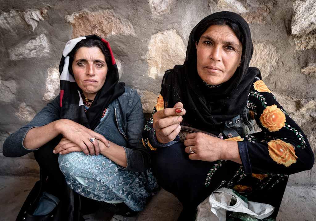 Use Wide Focal Length Afghan Women